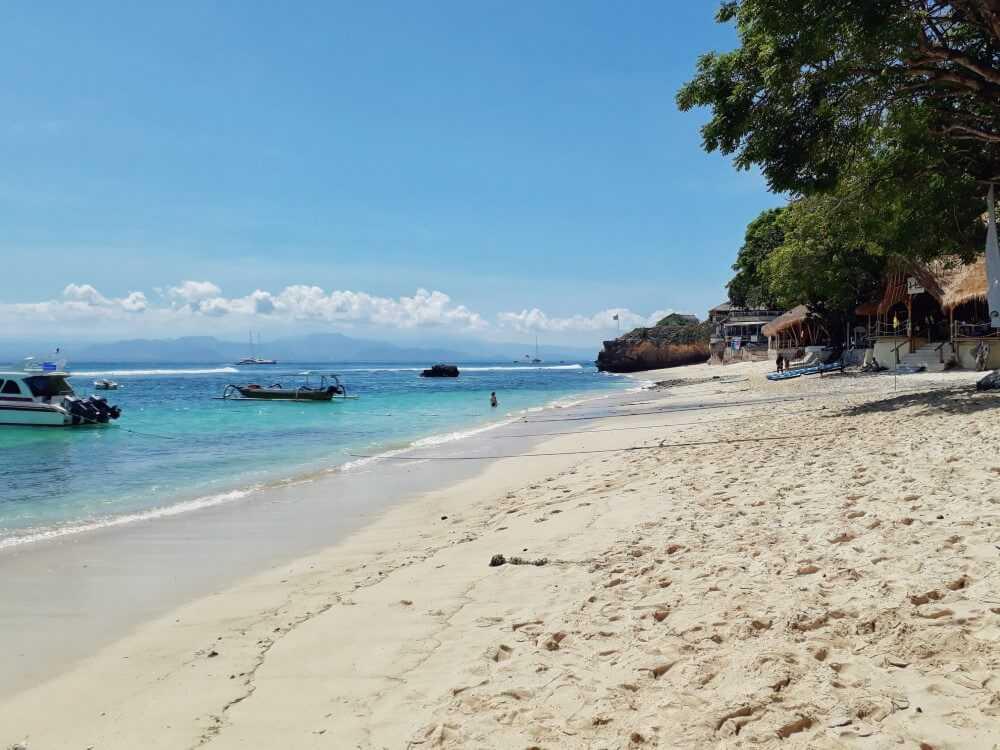 boats on Mushroom Beach Nusa Island
