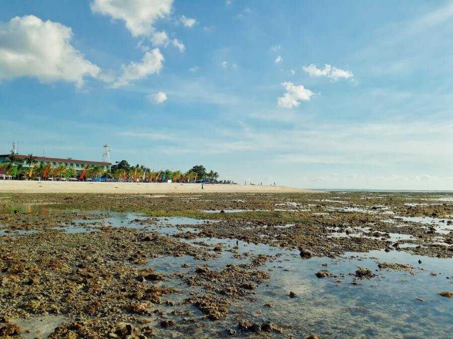 visiting Mahagiri beach is one of the best things to do in Nusa Lembongan Bali