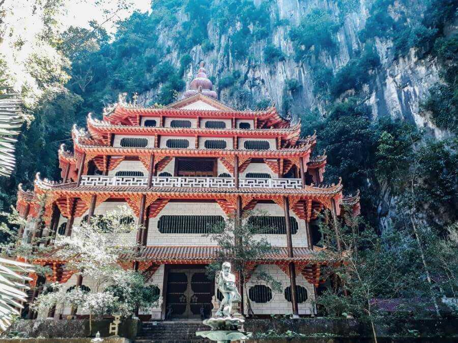 sam poh tong temple ipoh malaysia