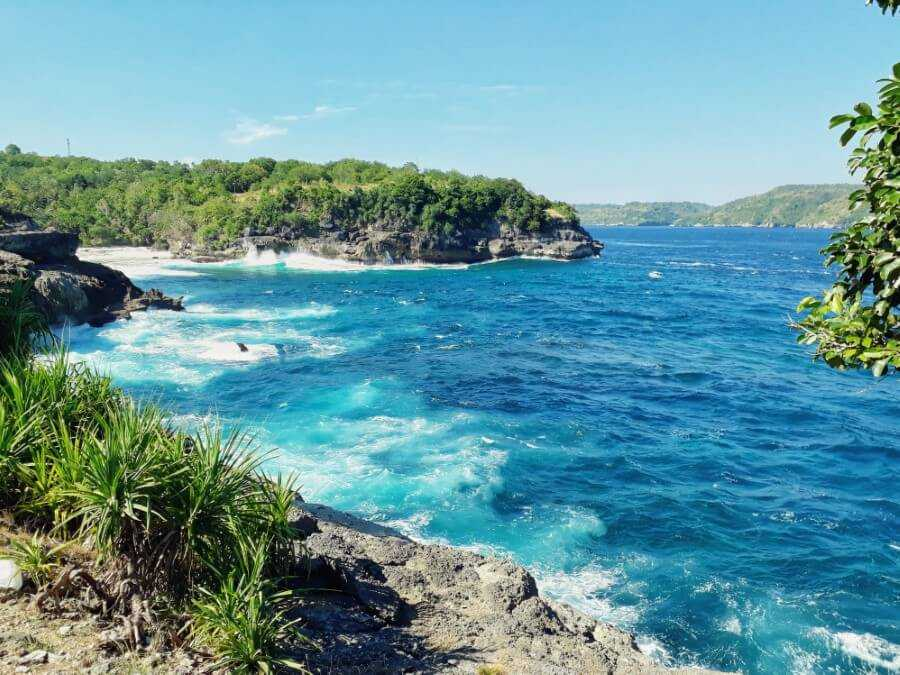 Secretbeach viewpoint on nusa ceningan bali