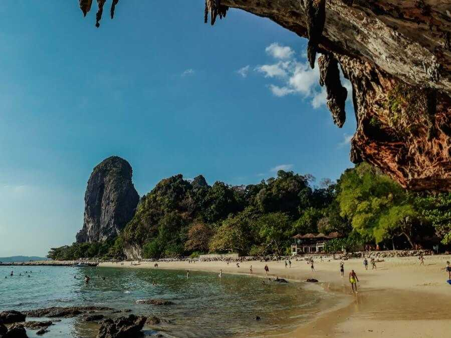 White sand beach and limestone cliffs on Phra Nang Beach in Railay