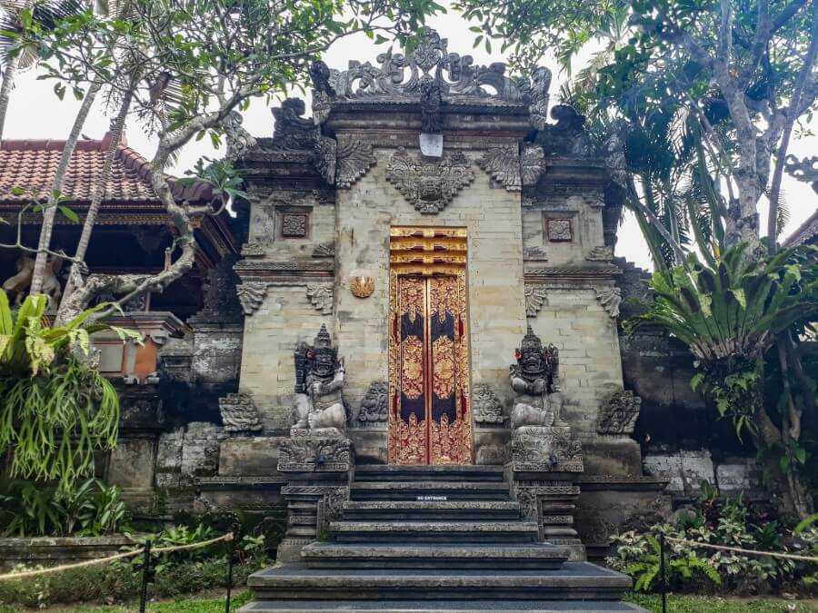 Admiring the intricate details at the Ubud Palace is a must when spending 3 days in Ubud!