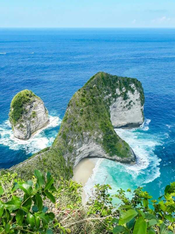 T-Rex shaped cliff at Kelingking Beach on Nusa Penida
