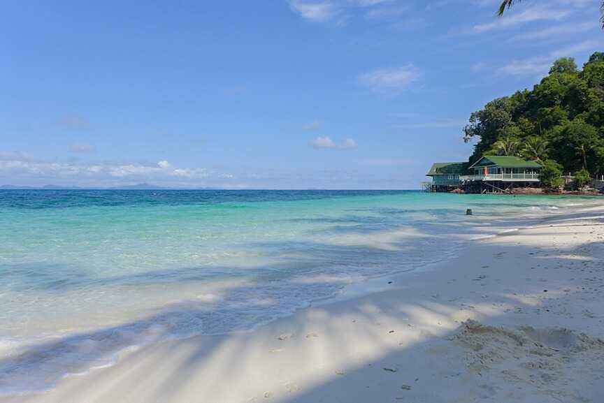 White sand beach on Rawa Island