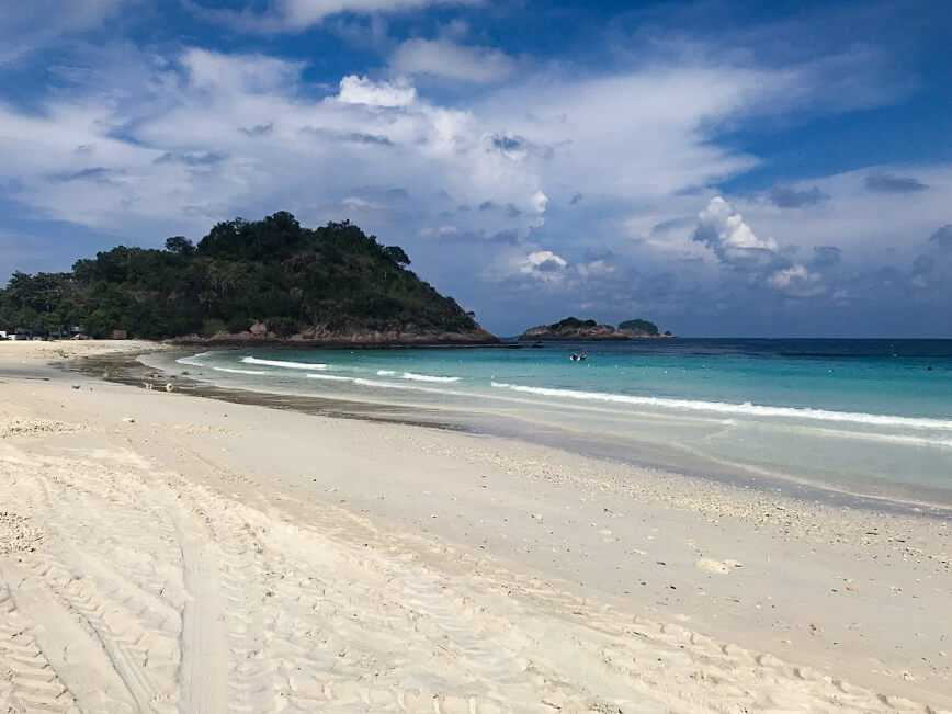 Beach on Redang Island is perfect for a short trip in Malaysia