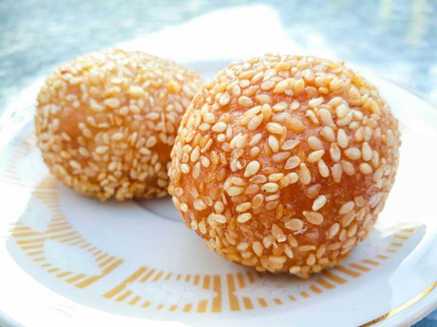 Gateau Zinzeli - Glutinous rice ball with red bean paste filling